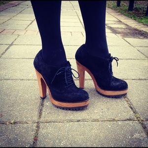 Authentic Dolce & Gabbana lace up shoe